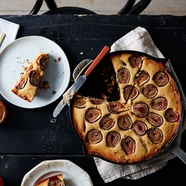 10f79658 af9f 4d3c 82e0 ff2947d077d0  2016 0822 cornbread coffee cake with figs and streusel mark weinberg 298