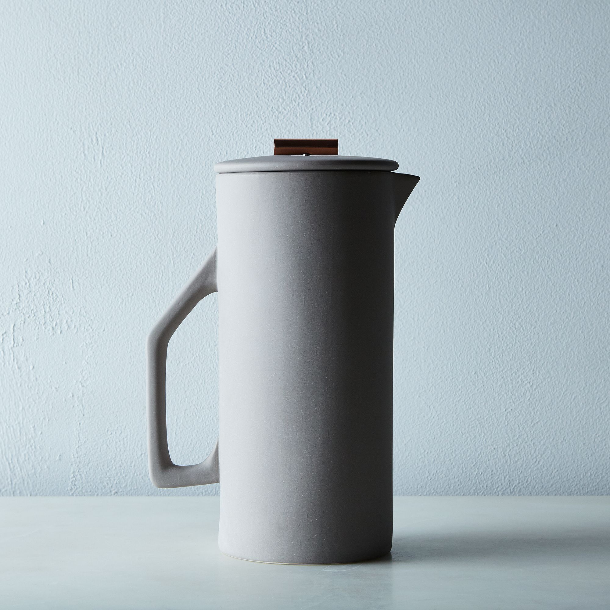 Ae52082c 17f8 4421 9a39 d18c459e8b75  2016 0223 yield design french press grey 50oz silo rocky luten 007