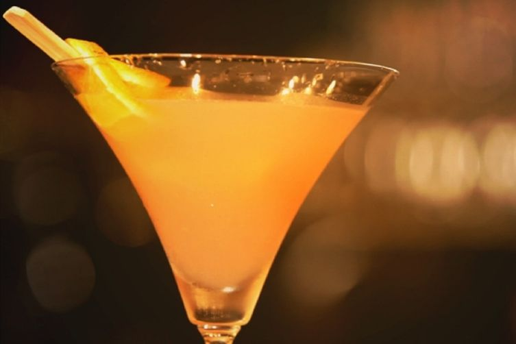 Orange & Pomelo Martini For Your New Year's Party