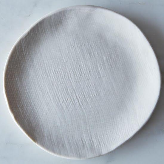 Burlap-textured plates