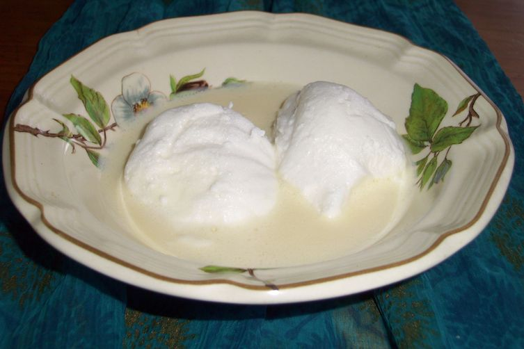 Šnenokle - Croatian Meringue and Custard