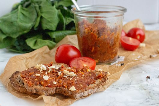 RED CASHEW TOMATO PESTO
