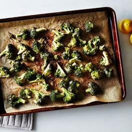 9848a691-421c-4692-b6ac-5ba9f29c5288--2015-0825_broccoli-roasted-with-tahini-garlic-and-lemon_bobbi-lin_8921