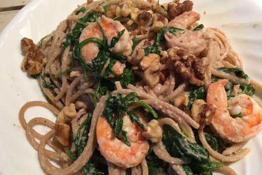Shrimp pasta with garlic and arugula