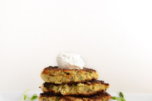 Fish Cakes with Horseradish Cream Sauce
