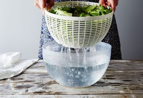 93435985 5ff8 49d2 9460 e1556cfb2289  2015 0804 how to use a salad spinner bobbi lin 5872