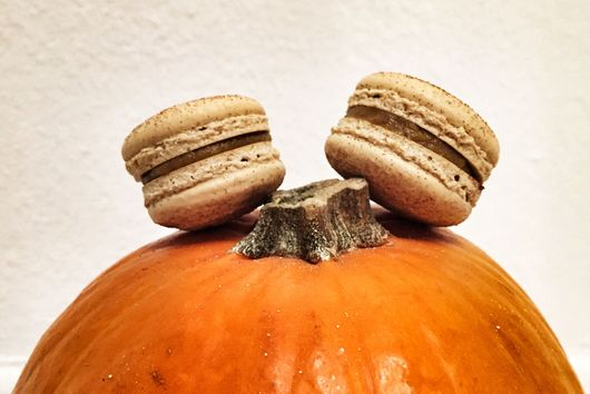 Pumpkin Pie Macarons: