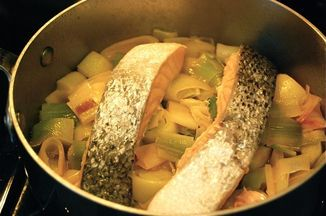 279a9719 502f 46e6 bc3a c4ee4e2e1efc  poached salmon with leeks
