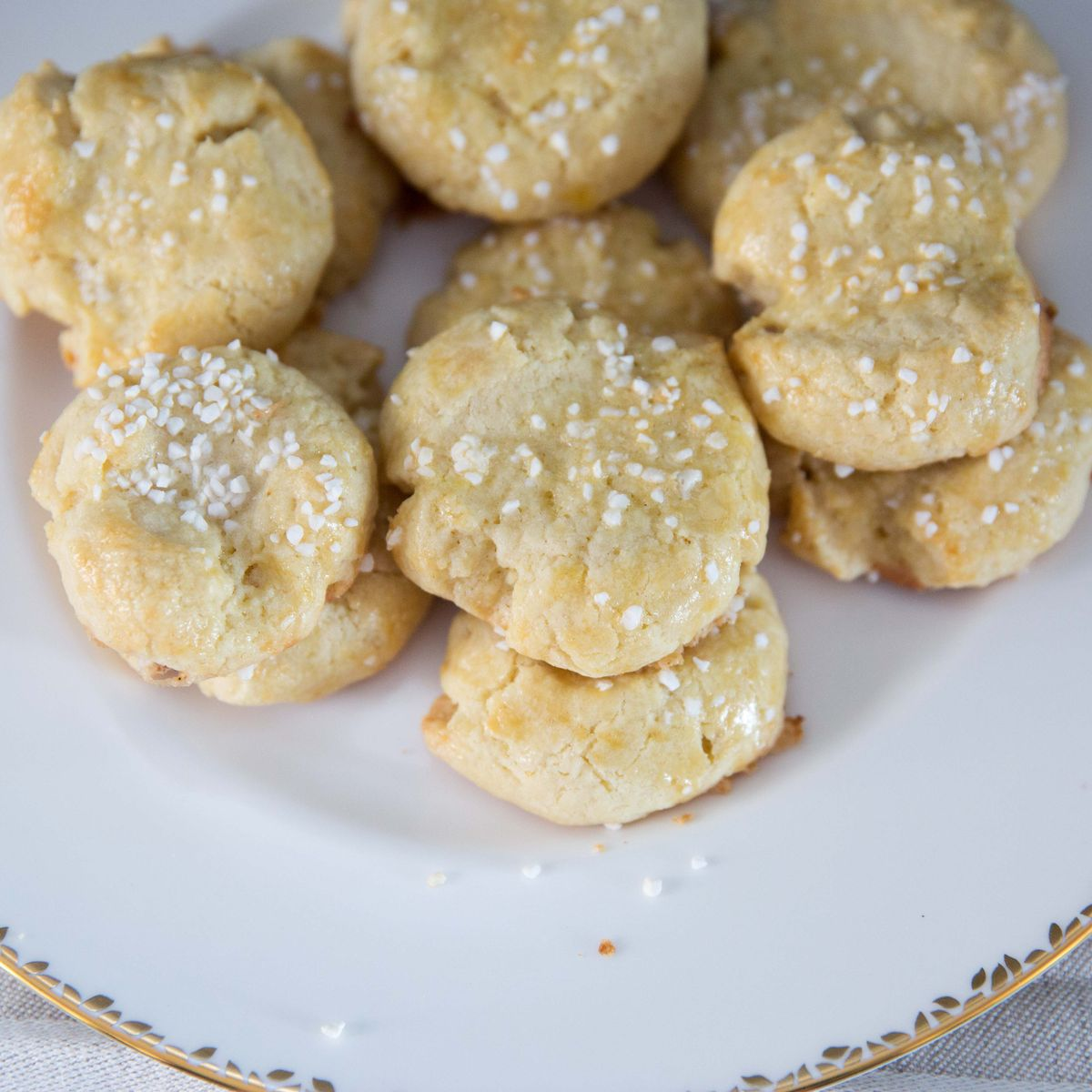 Classic Norwegian Christmas Cookie Recipe (Serinakaker)