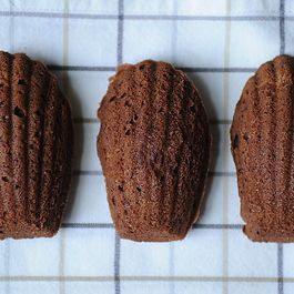 55bfcb48 fc8e 486c bbfe 89be13ef131e  chocolate orange madeleine cookies