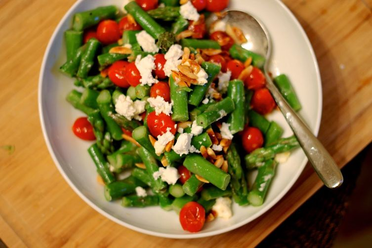 Toasted Almond and Asparagus Salad
