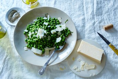 7109e1e7 94f4 4391 be2a f1e9bea66278  2016 0419 pea salad with parmesan and mint james ransom 033