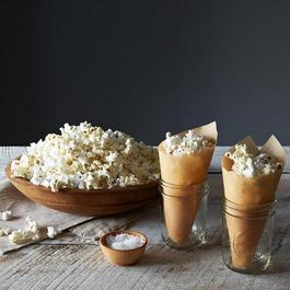 Original Whirley Pop Popcorn Popper with Purple and Red Non-GMO Popcorn