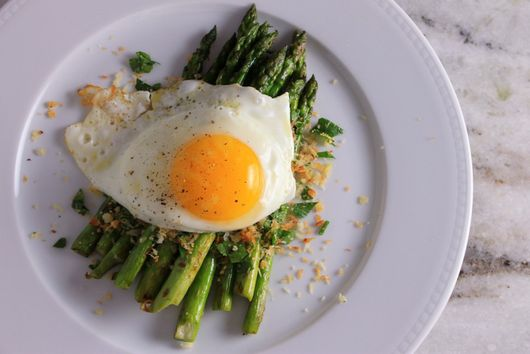 Grilled Asparagus w/ Sunny Side Up Egg & Herbed Panko