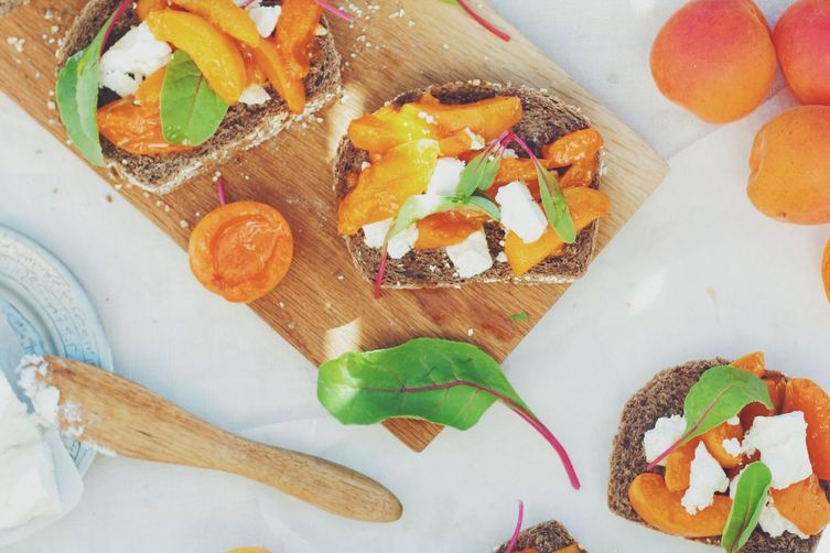 Caramelized Apricots & Lighvan Cheese Bruschetta