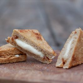 Deep-Fried Mozzarella Sandwiches (Mozzarella in Carrozza)