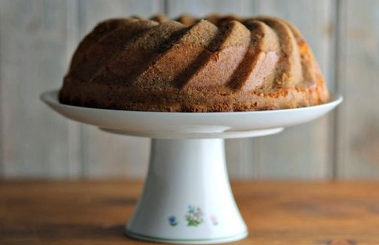 A Not-Too-Sweet, Streusel-Topped Treat to Serve with Tea
