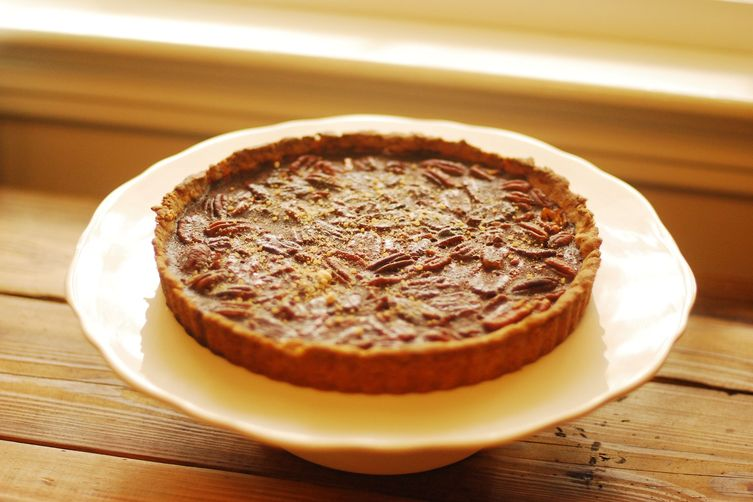 Salted Caramel Pecan Tart with Homemade Vanilla Maple Sea Salt