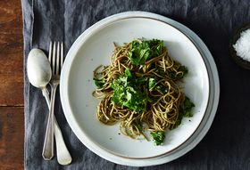 716acf4e 1ab3 4592 befb b053599588bc  2015 0505 soba with parsley pea pesto and kale james ransom 014