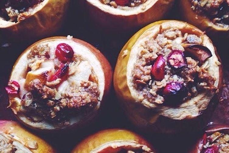 Baked Apples Stuffed with Cinnamon-Oat Crumble