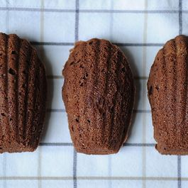 55bfcb48-fc8e-486c-bbfe-89be13ef131e.chocolate_orange_madeleine_cookies