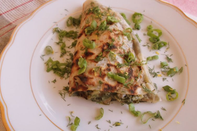 Kutabi, Azerbaijani Savory Pancakes Filled with Greens and Herbs