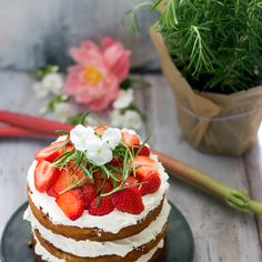 Strawberry - rhubarb layer cake with white chocolate - rosemary - swiss meringue