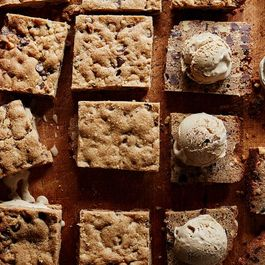 How to Make an Awesome Ice Cream Sandwich in 4 Steps