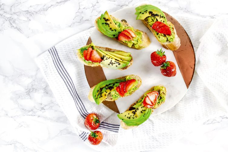 AVOCADO STRAWBERRY & BALSAMIC VINEGAR TOAST