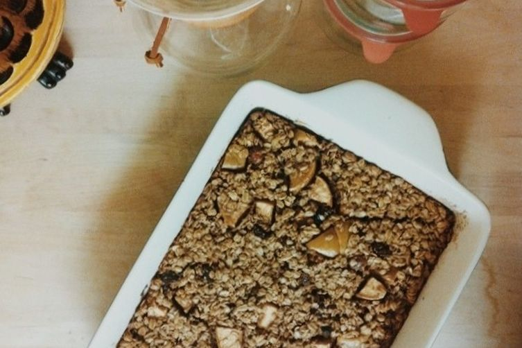 Baked Oatmeal with Apples and Maple