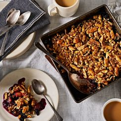 The Secret to the Richest, Crunchiest Fruit Crumble Lies in Your Snack Drawer