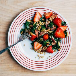 F981f30b d5ce 4247 9d16 da70a229b165  farro kale and strawberry salad20