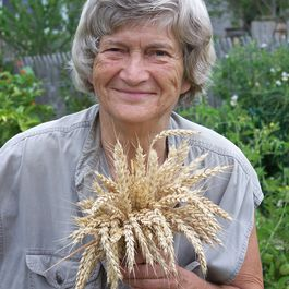Ceba6df0 3005 4783 8859 d36ca21ba367  joan with wheat