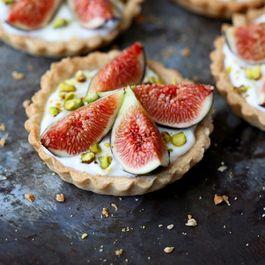Fig and yogurt tarts
