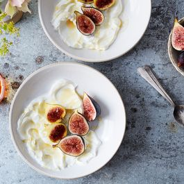 85fb7111 fe4f 4c4e b27d 4ca3f3ef0ec1  2016 0816 fresh figs with yogurt and honey recipe linda xiao 020