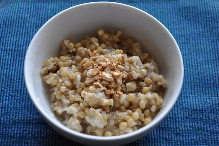 Sweet and Savory Whole Oats and Sweet Brown Rice Porridge