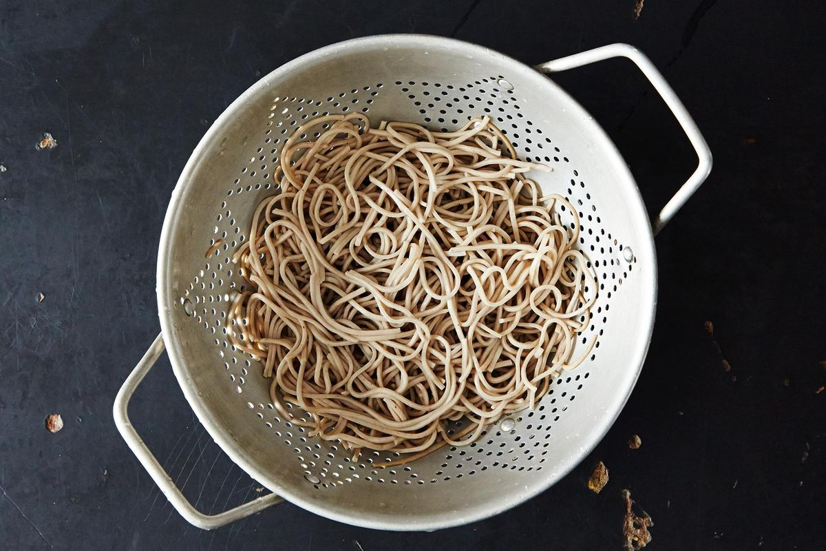 How to Cook Buckwheat Soba Noodles - Basic Asian Cooking Tips