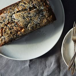 82ec10d7-2720-4a85-a3b4-0c9f0fa02194.2014-1219_black-sesame-loaf-cake-with-banana-015