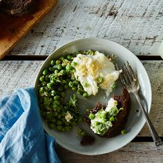 Lemon-Mint Peas with Burrata and Breadcrumbs