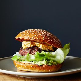 A1459951-f520-48b9-8046-1e7d01bde318.2014-0715_bacon-stuffed-burgers-with-pimento-cheese-and-avocado-005
