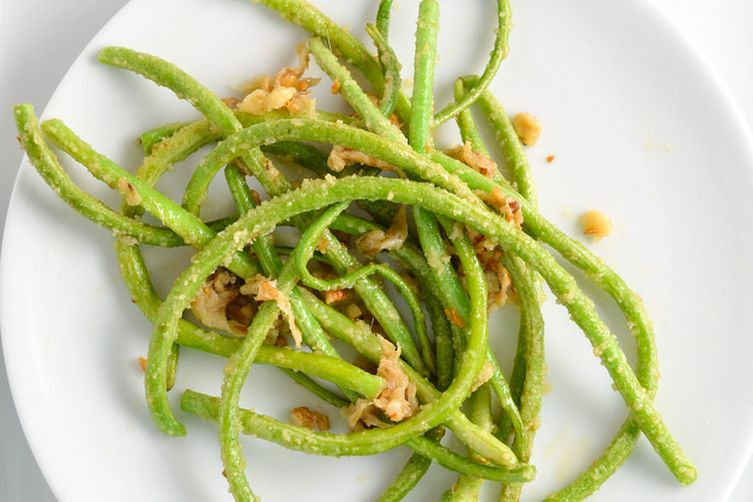 Garlic Green Beans With Anchovies, Parmesan, And Walnuts