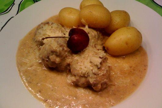 Lavender Meat balls with garlic white sauce