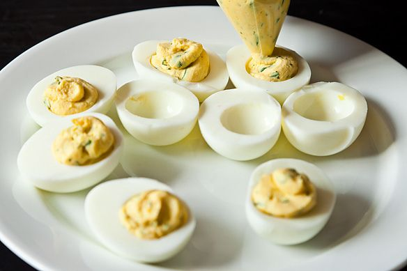 piping deviled eggs