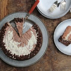 How to Make a No-Churn Ice Cream Cake
