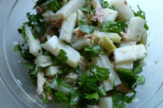 7e736e6f-d48e-468e-8142-c096f5ab47fc.kohlrabi_and_trout_salad