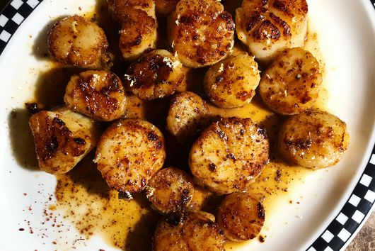 Seared Scallops in Pan Sauce