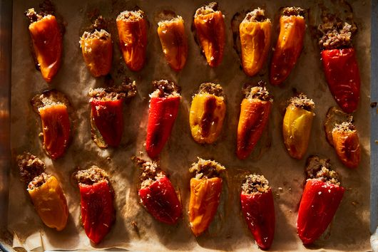 Requeijão & Sausage–Stuffed Mini Peppers