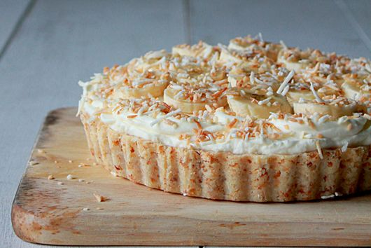 Toasted coconut banana cream pie