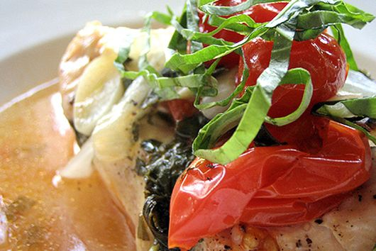 Chicken en papillote with basil and cherry tomatoes