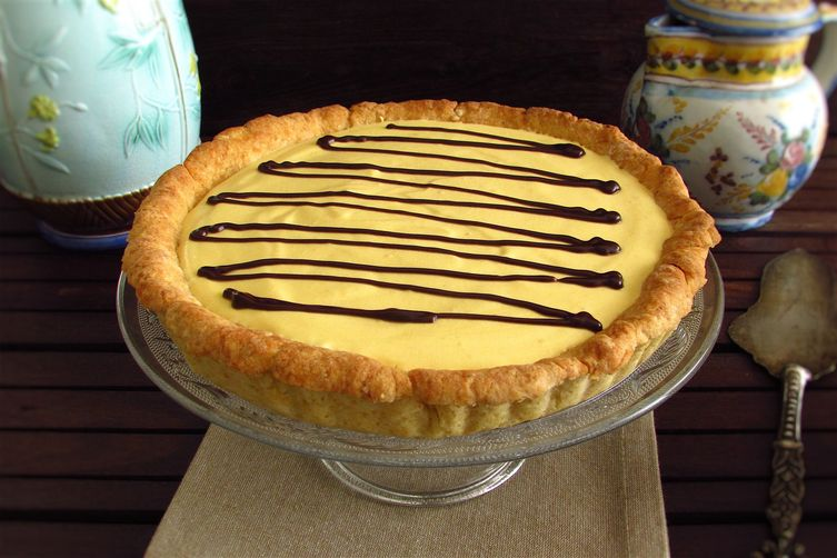 Mango pie garnished with chocolate